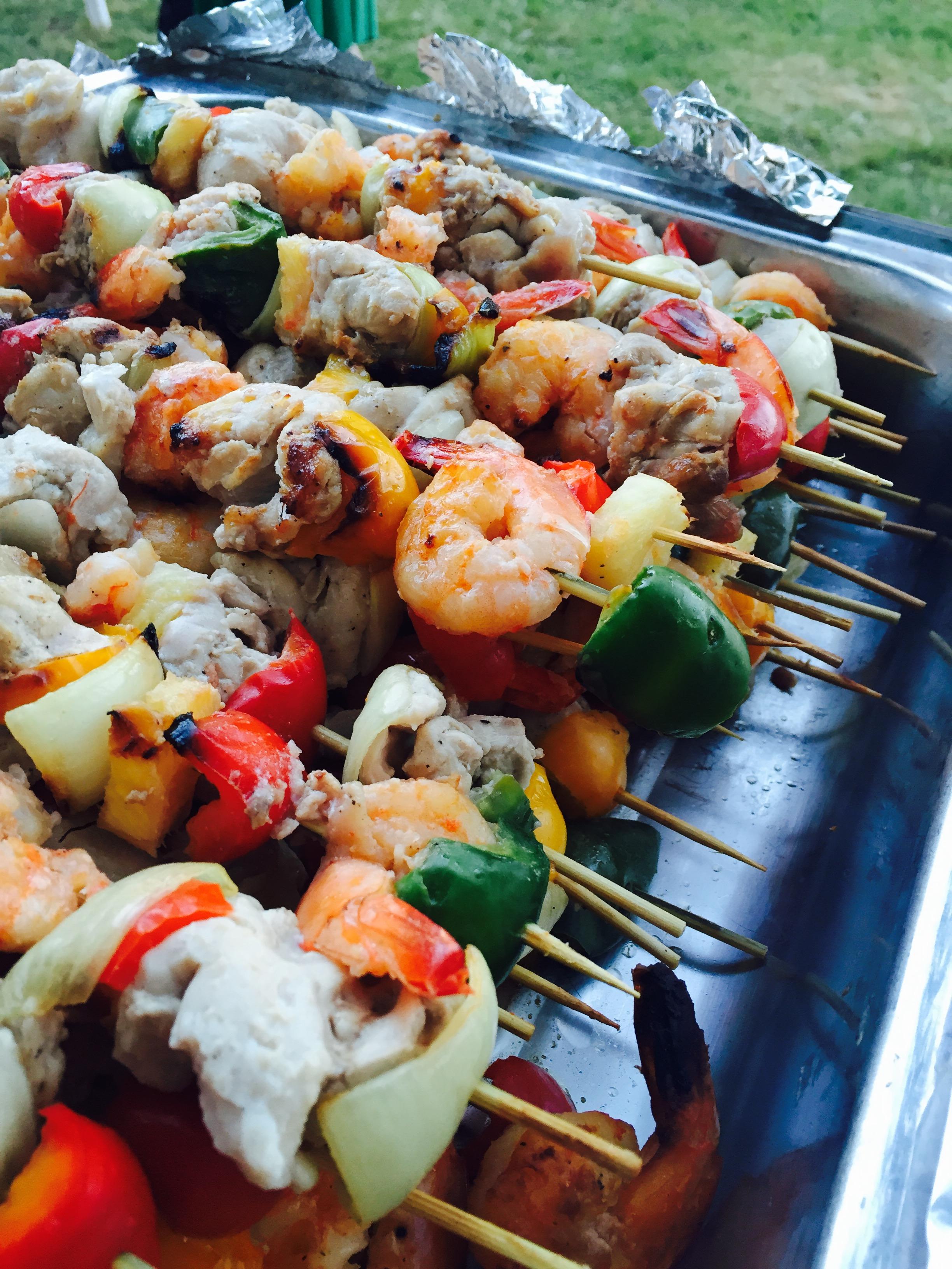 Brochettes de poulet, crevettes & ananas