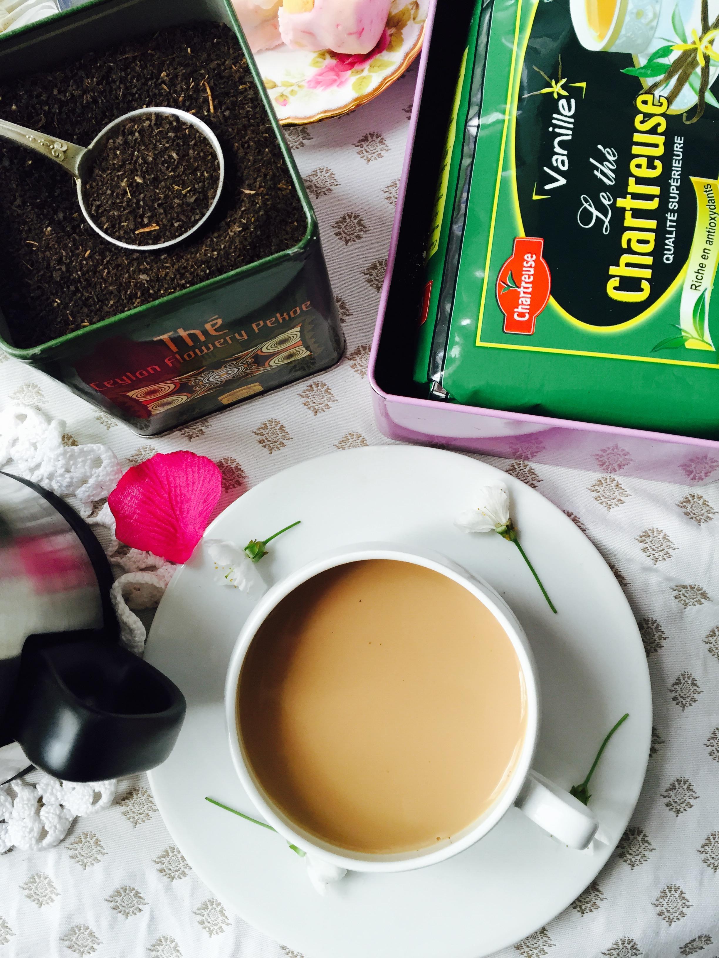 Thé noir à la vanille avec du lait